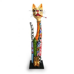 ausgefallene katzenfigur, designer-figur, buntes muster, goldene stiefel und zigarette