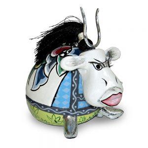 ausgefallene designer-figur als kuh mit silbernen hörnern, bunt mit muster, verrückt, lustig