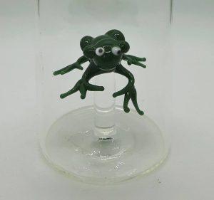 Domglas-Frosch-gruen-detail
