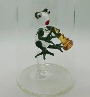 Domglas-Frosch-mit-floete-detail