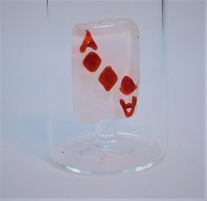 Domglas-Schnapsglas-Spielkarte-rot-detail