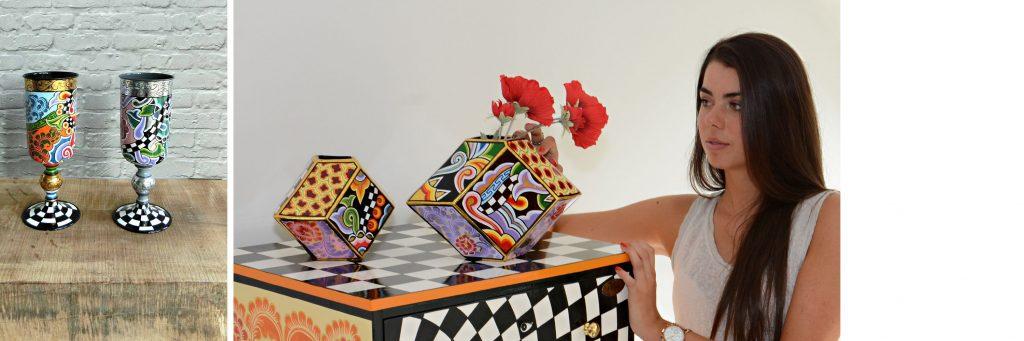 bunte Vasen auf Holz, bunte Vasen mit Frau