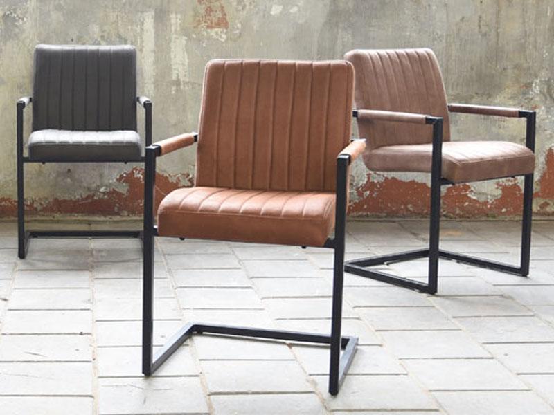 Stühle Industrial Design im Loft