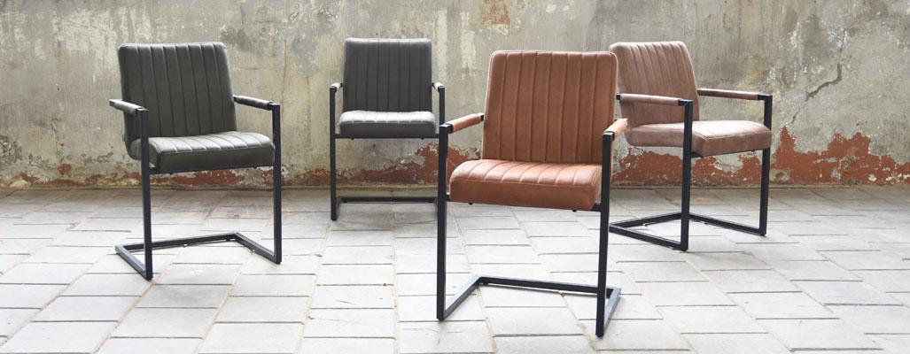 Stühle im Vintage Design im Loft