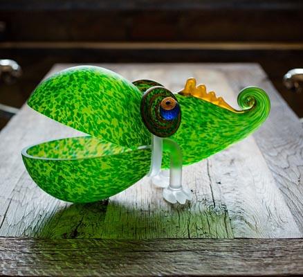 Schale grün auf Tisch