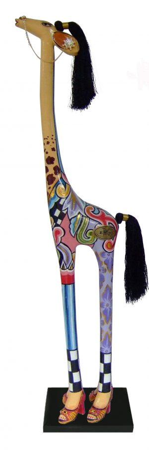 toms-drag-giraffe-carmen-l