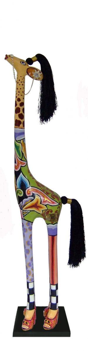 toms-drag-giraffe-carmen-m